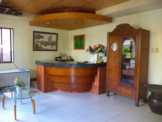 Coco Grove Tourist Inn: Lobby/reception
