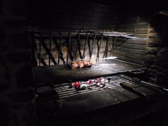 Restaurant El Saler: Выбранную рыбу и мясо жарят тут же