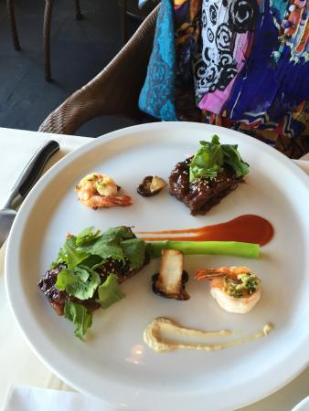 Alan Wong's Restaurant: short ribs and gingered shrimp