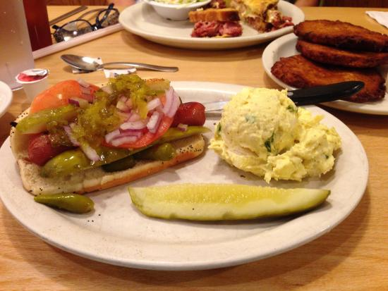 Cecil's Delicatessen & Bakery: Great hot dogs!