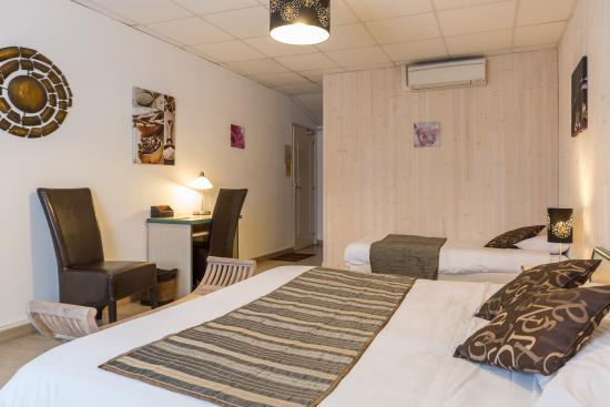 Hotel l'Oliveraie : Chambre triple à l'hôtel l'Oliveraie