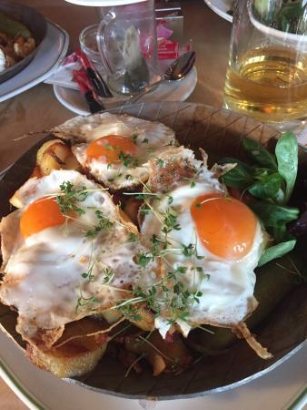 Strate's Brauhaus: Картошка с яичницей