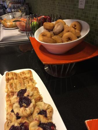 Hyatt Place Cincinnati-Northeast: Breakfast buffet including egg sandwiches and a huge bowl of fresh blood orange and grapefruit s