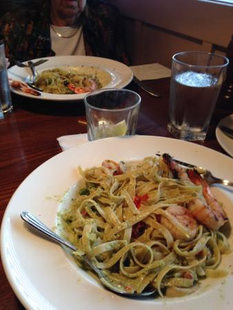 Big Fish Grill: Shrimp fettuccine with pesto sauce