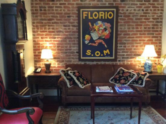 Audubon Cottages: The living room of Cottage 3