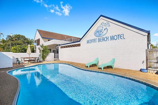 Moffat Beach Motel: SWIM IN THE POOL OR IN THE SEA