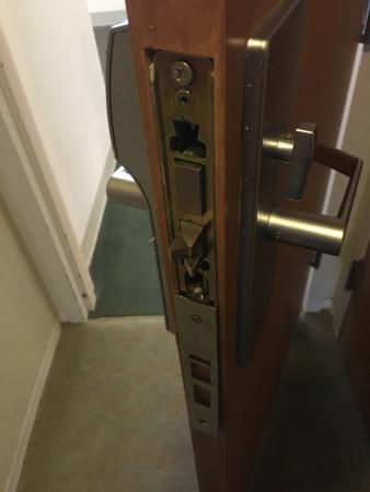 Palisades, Νέα Υόρκη: Broken door
