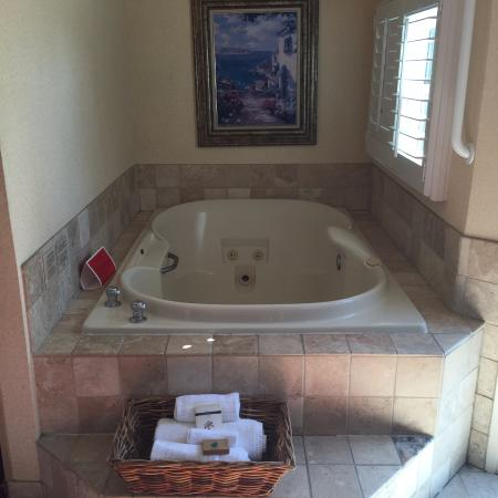 jacuzzi tub picture of laguna brisas hotel laguna beach. Black Bedroom Furniture Sets. Home Design Ideas