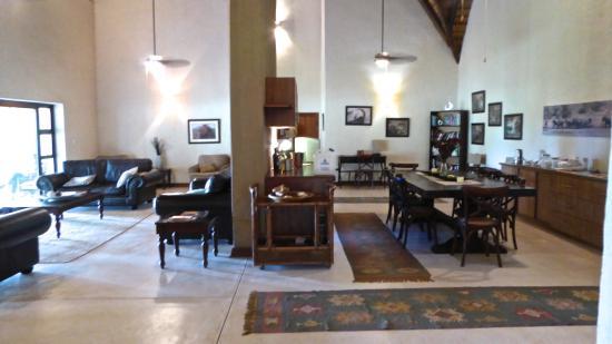 nDzuti Safari Camp : Communal Living Room