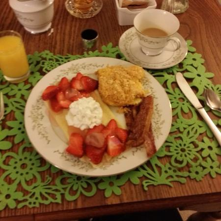 Wilmore, KY: Strawberry Crepes, Fancy Egg Scramble, and Brown Sugar Peppercorn Bacon - Yum!!