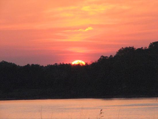 sunsets on lake lanier are so beautiful picture of margaritaville rh tripadvisor co za