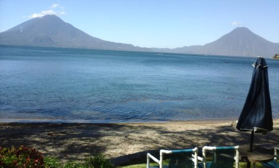 Hotel San Buenaventura de Atitlan: A stuning view right outside of our bungalow.