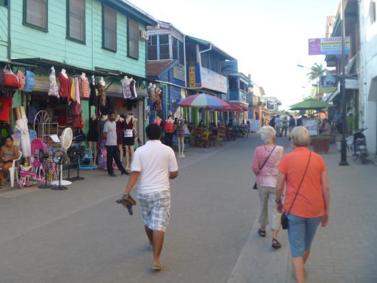 GumboLimbo Jungle Resort: San Ignacio street