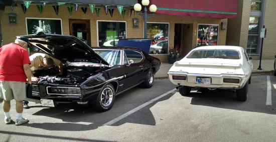 Pontiac, إلينوي: A 1969 GTO and 1968 GTO visited the museum. The town often hosts enthusiasts with all types of c