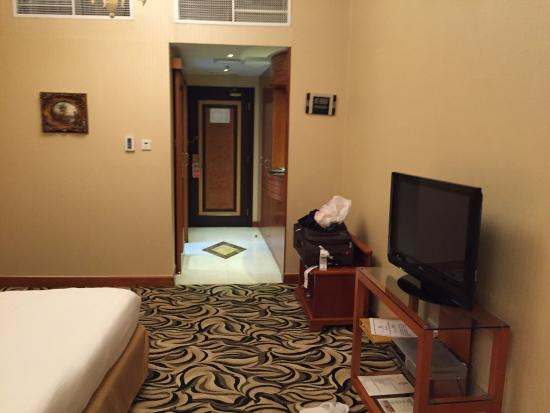 Emirates Concorde Hotel & Residence : room entrance