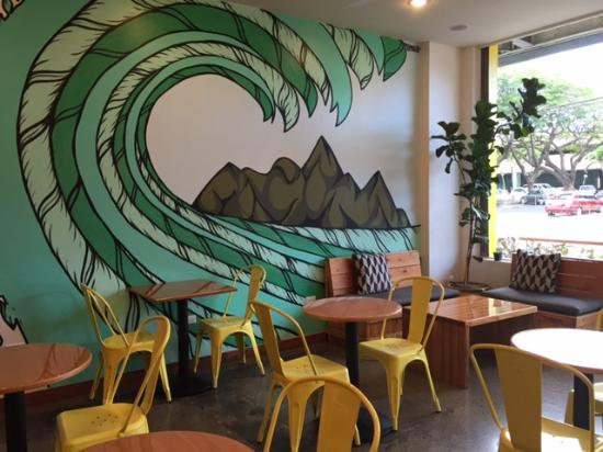Lanikai, هاواي: Lots of seating and colorful decor