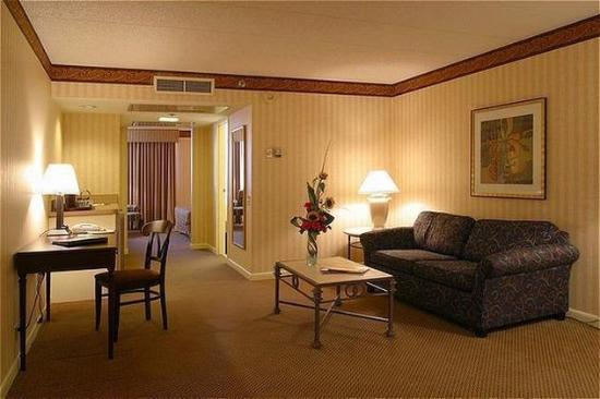 Crowne Plaza Hotel Madison - Corner King Suite