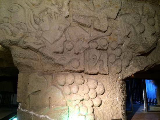 Beaumont-en-Veron, Frankrig: Cave scultée (pas toujours ouverte à la visite)