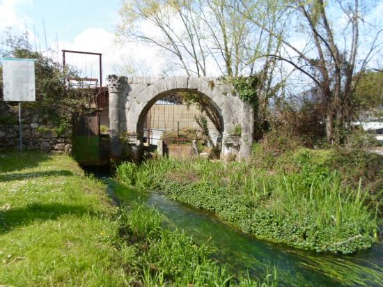Aquino, Italie : Arco di Trionfo