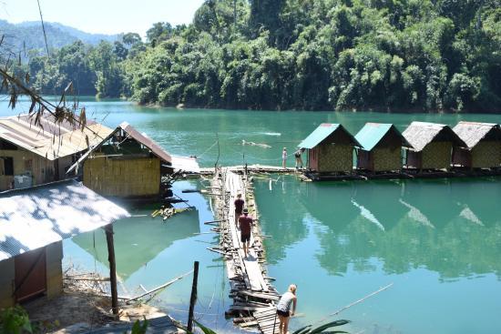 เหนื่อยแล้วนั่งชมบรรยากาศค่ะ - Picture of Cheow Lan Dam ...
