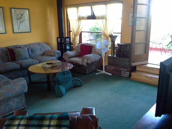 Zoete Inval Travellers Lodge: House  TV lounge/balcony