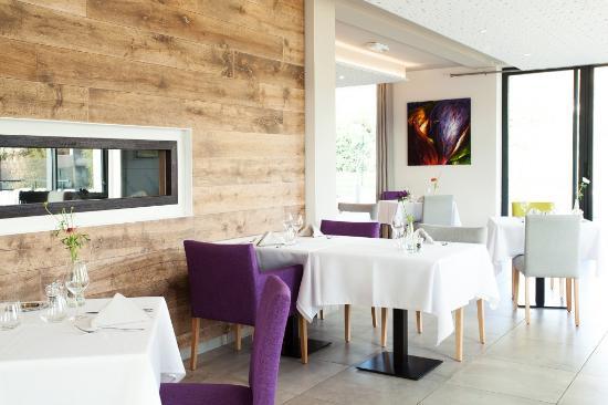 Salle Du Restaurant Au Jardin De La Clue Photo De Au