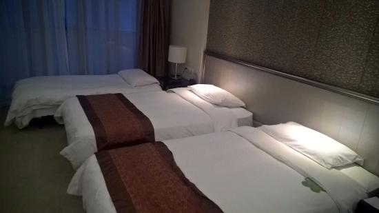 Swiss-Belhotel Liyuan Wuxi : Comfortable even with 3 beds.