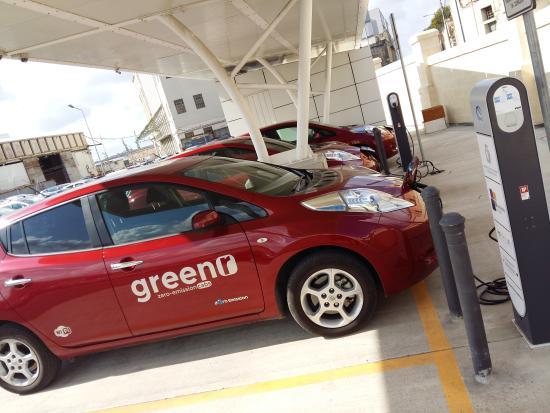 Birkirkara, Μάλτα: Greenr cars charging.