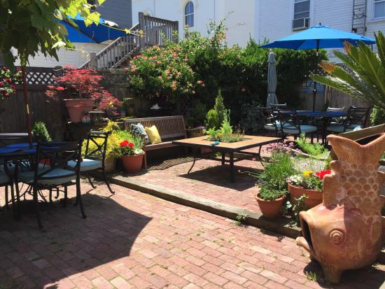 Christopher's by the Bay: The relaxing patio