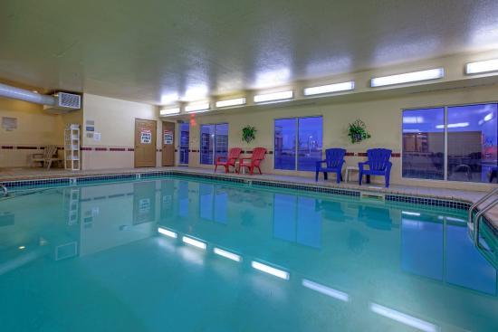 Forest Lake, Minnesota: CountryInn&Suites ForestLake Pool
