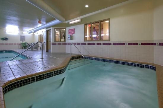 Forest Lake, Minnesota: CountryInn&Suites ForestLake HotTub