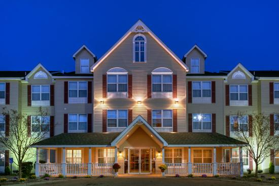 Forest Lake, Minnesota: CountryInn&Suites ForestLake ExteriorNight