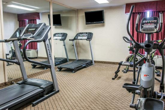 Clarion Inn & Suites Airport: Fitness