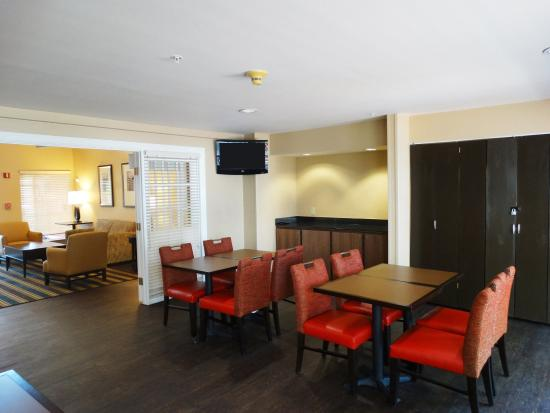 Extended Stay America - Providence - Airport : Breakfast Room