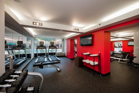 Atenas, GA: A workout facility with all the amenities and a pool view