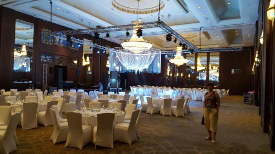كونراد القاهرة: ballroom