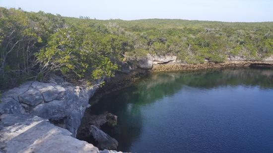 Berry Islands: Blue holes
