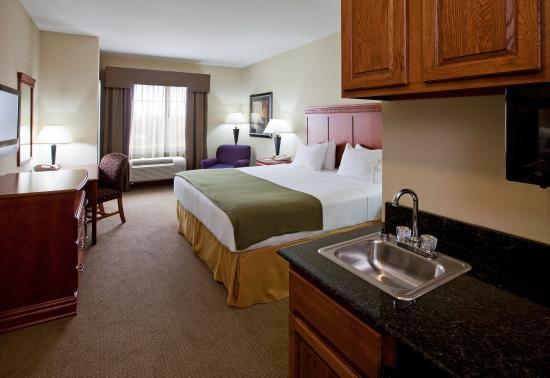 Ada, OK: King Bed Guest Room
