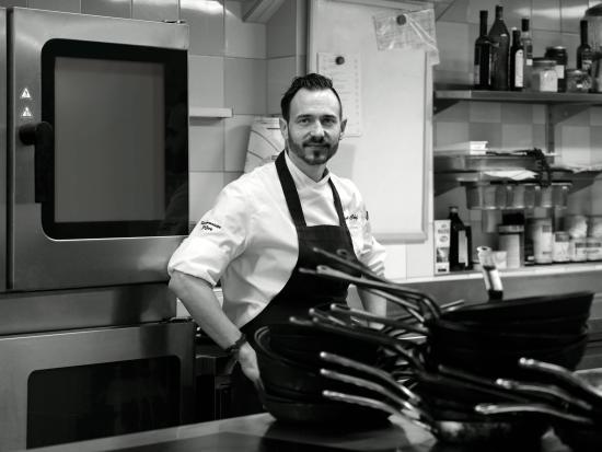 Restaurant Rote Bar: Küchenchef / Chef Dominik Stolzer