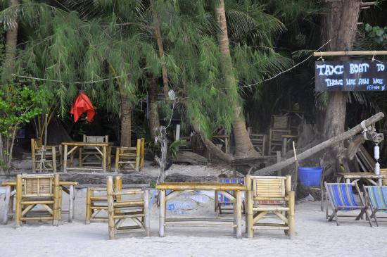 Dolphin Bungalows: Tavolini del bar del Dolphin, direttamente sulla spiaggia