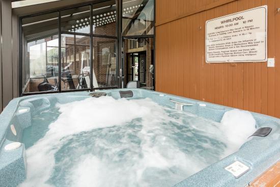 Quality Inn at Fort Lee : Hot tub