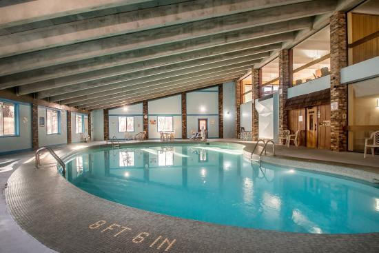 East Dubuque, IL: Pool