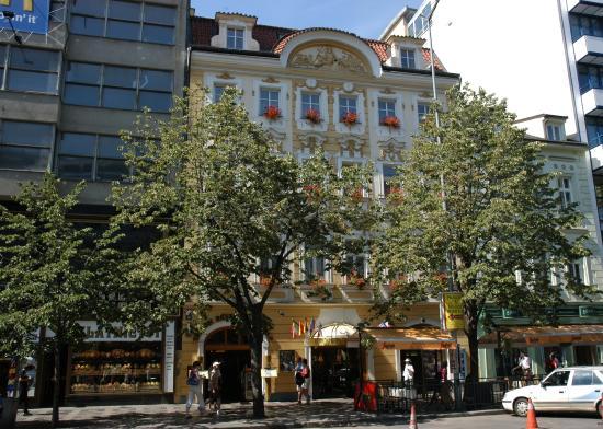 Adria Hotel Prague: Exterior View