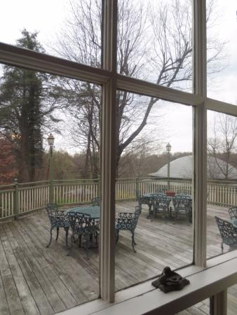 Rocky Springs Bed & Breakfast: There is also a large deck for sunny days!