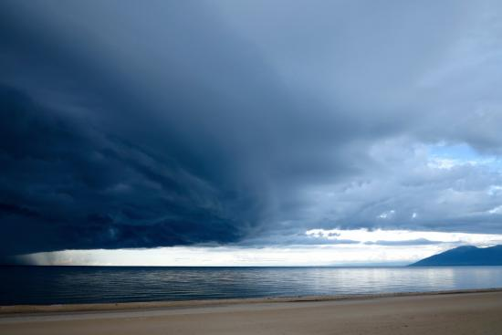 Kande Beach: Storm over the lake