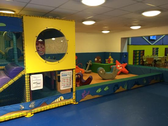 Havant, UK: Toddler area a submarine theme set under the ocean.