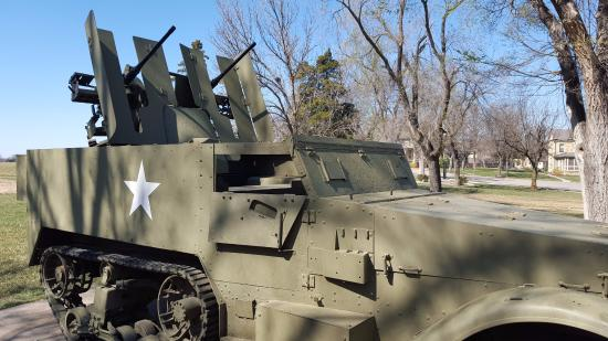 Fort Riley, แคนซัส: Twin 50 cal. machineguns on a halftrack chassis, WW2