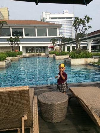 suasana kolam renang yang indah dgn desain yang menawan foto prama rh tripadvisor co id