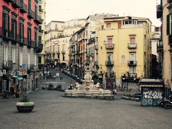 6 Small Rooms B & B: Piazza Monteoliveto