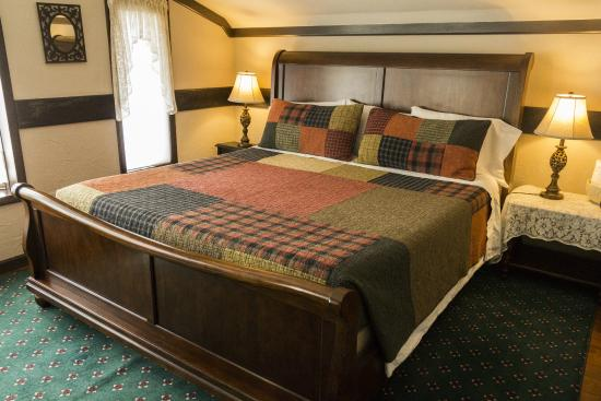Stone Chalet Bed & Breakfast Inn: Ramparts Room with King Bed